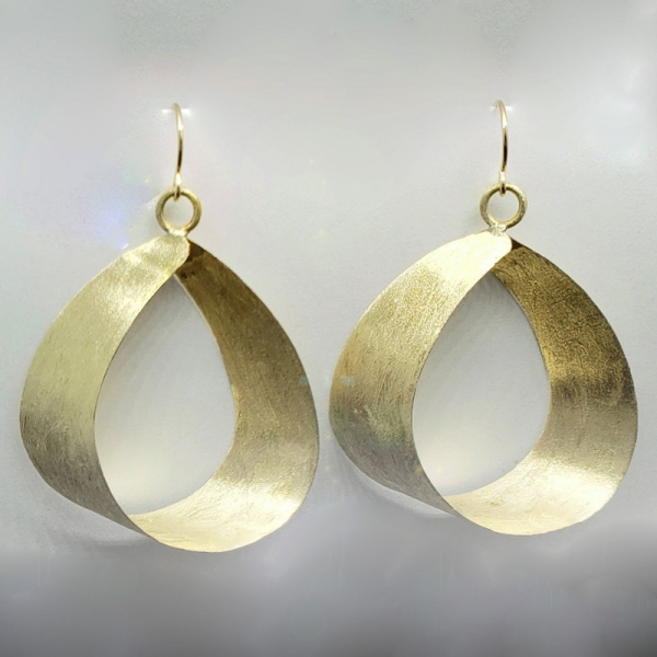 SIGNATURE EARRING DESIGN, In The Wind, Polished Golden