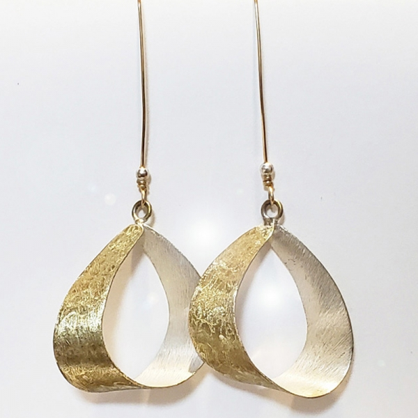 SIGNATURE EARRING DESIGN, In The Wind, Two Tone